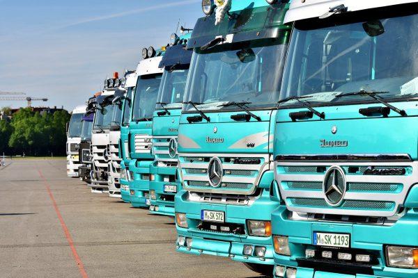Alle vrachtwagens voor het uitkiezen